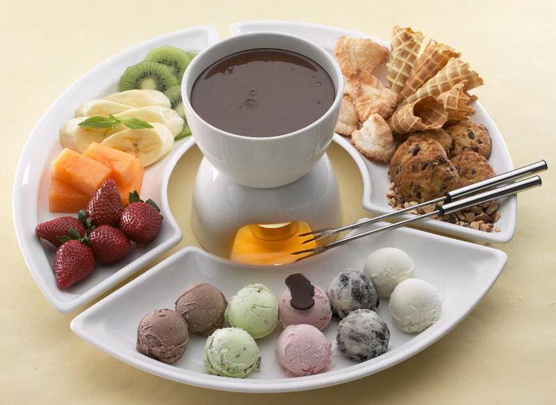 Фондю-с шариками мороженого
