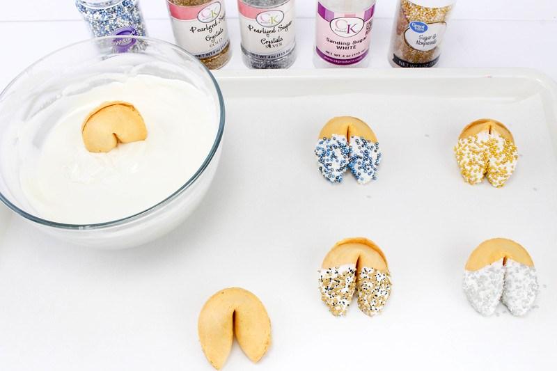 New Year's fortune cookies-украшение глазурью