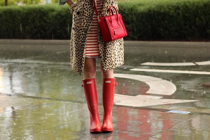 Резиновые сапоги-в дождь по лужам