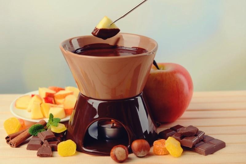 Шоколадное фондю-с фруктами