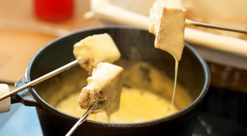 Сырное фондю-вкусные традиции