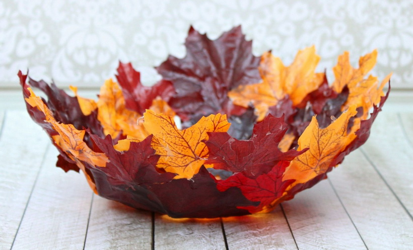 Ваза из осенних листьев-украшение интерьера