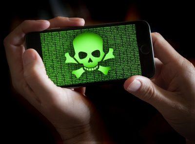 На экране смартфона череп