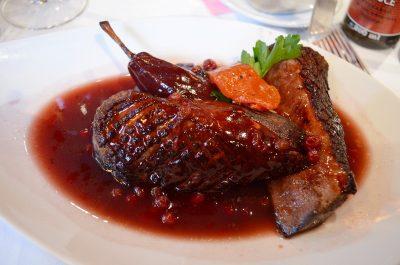 Філе качки з брусничним соусом