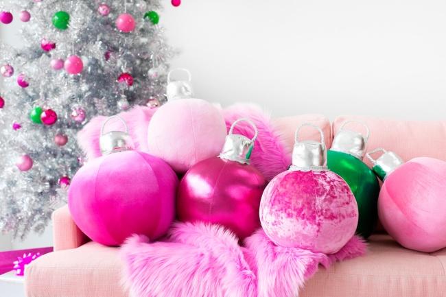 Декоративные подушки-елочные шары