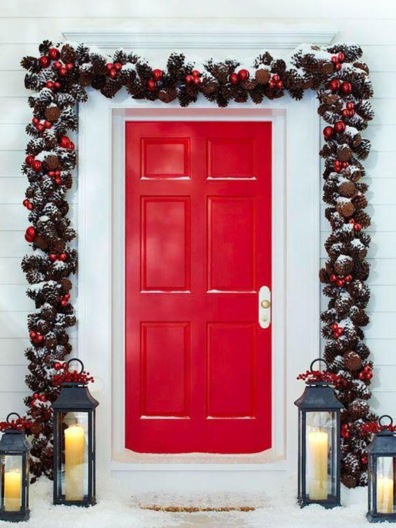 Дверной декор-венок из шишек