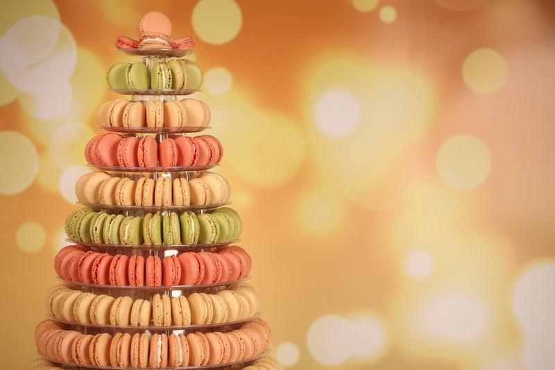 Елка из пирожных-макаронов фото 1