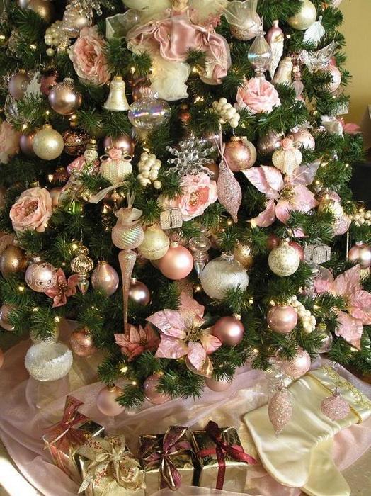 Елка в розовых цветах-фото