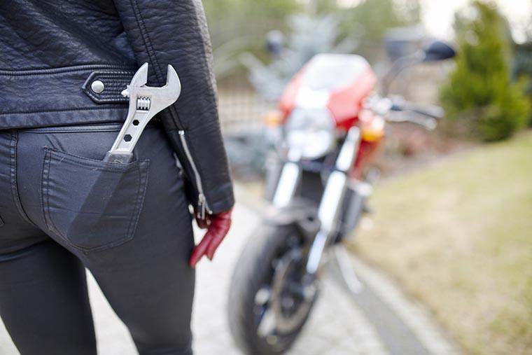 Гаечный ключ — полезная вещь в дороге