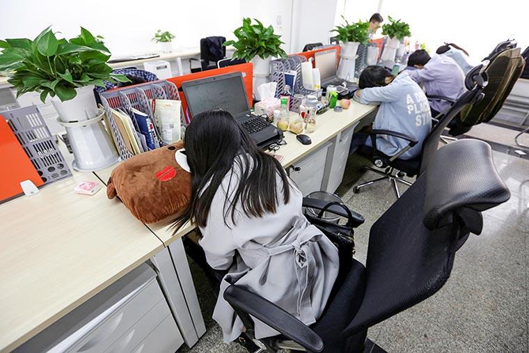 Сон на работе в Японии