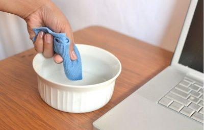 Чистка экрана ноутбука мыльным раствором