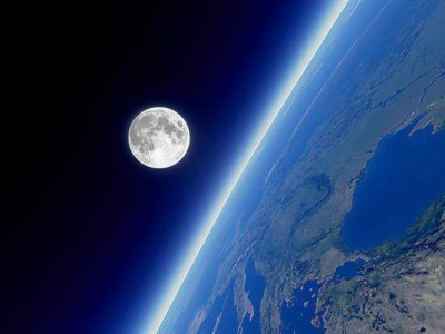 "Документальне кіно про космос ""Місяць. Супутник Землі"""