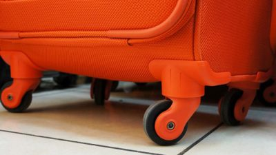 Какой купить чемодан - с двумя или четырьмя колесами?
