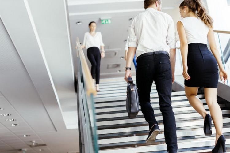 Ходьба по лестнице-фото