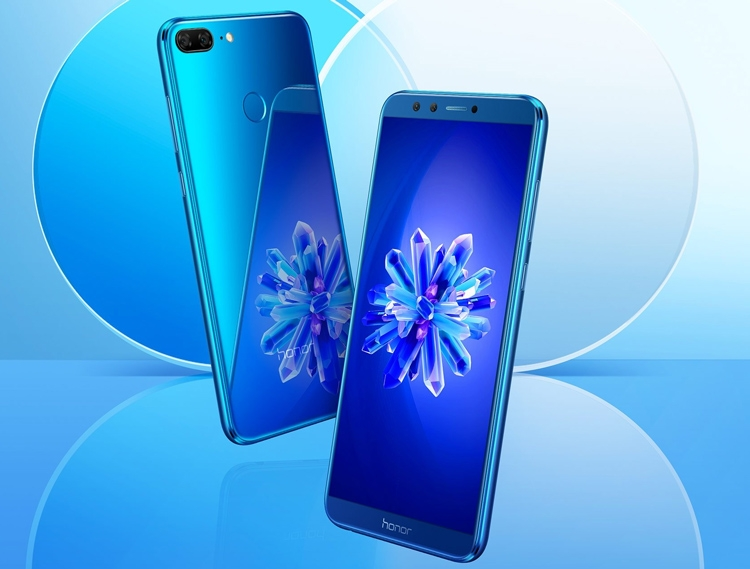 Обзор смартфона Honor 10 Lite - смартфон синего цвета