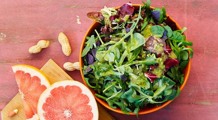 Полезный обед-зеленый салат.