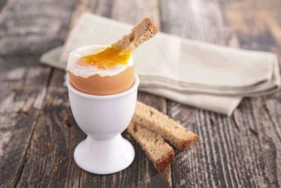 Як зварити яйця всмятку