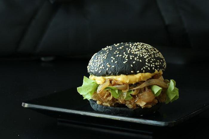Черный бургер-вкусные тренды