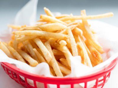 Картопля фрі - відмінний варіант для дитячого меню на день народження