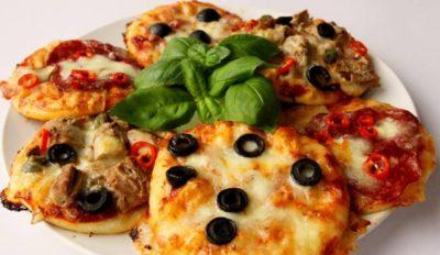 Порційна піца - хороший варіант для дитячого святкового меню