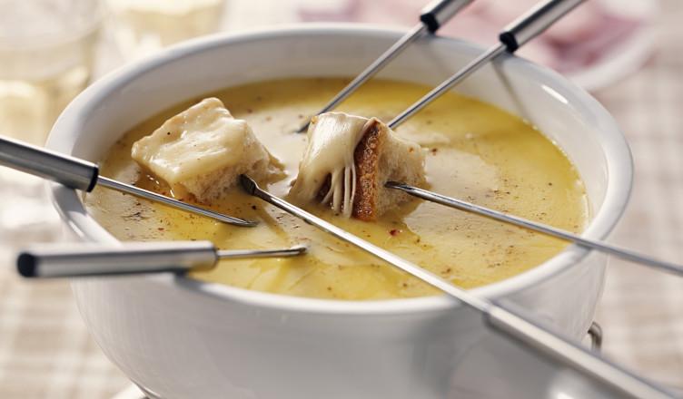 Готовим вкусно в мультиварке - сырное фондю