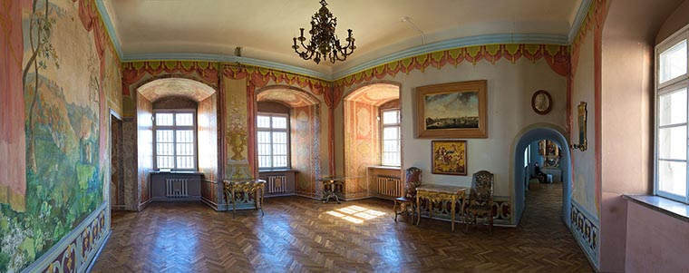 Олесский замок интерьер