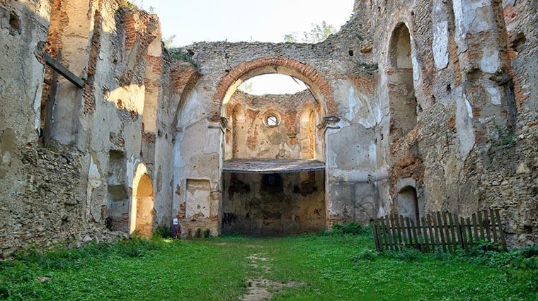 Руины в Староконстантиновском замке