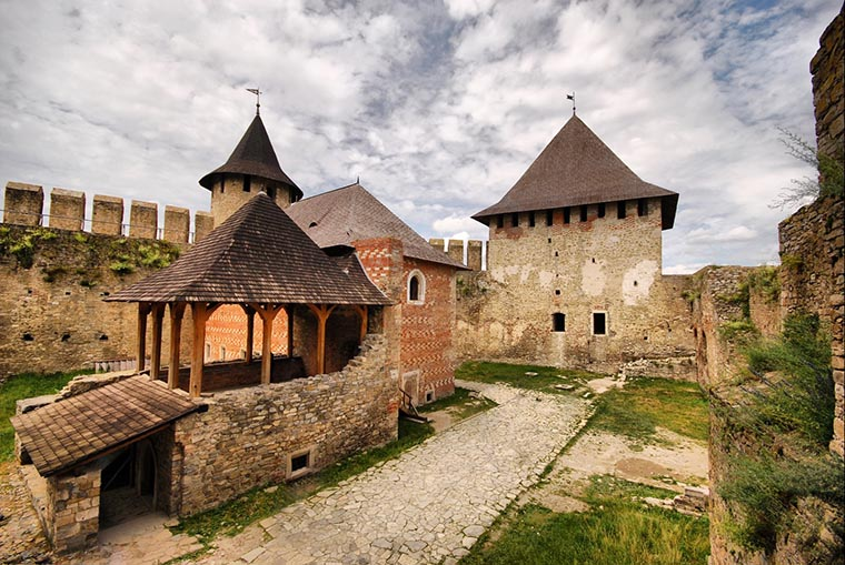 Строения Хотинская крепость