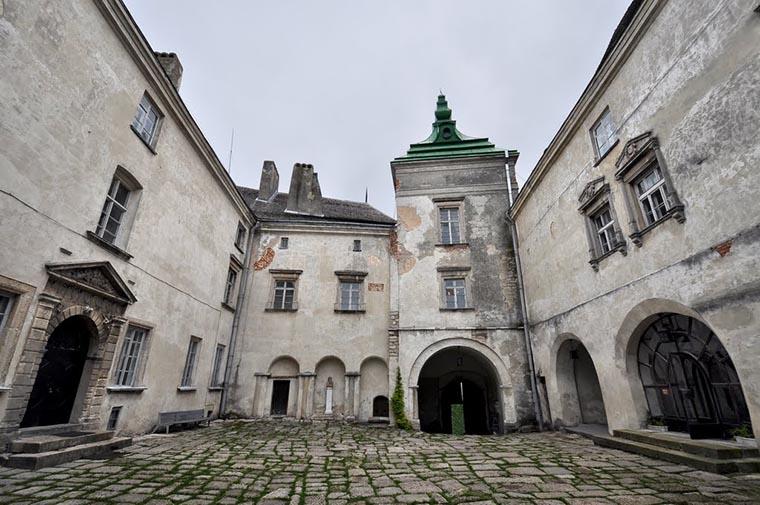 Замковый двор Олесский