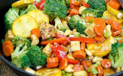 Тушена цвітна капуста з броколі з іншими овочами