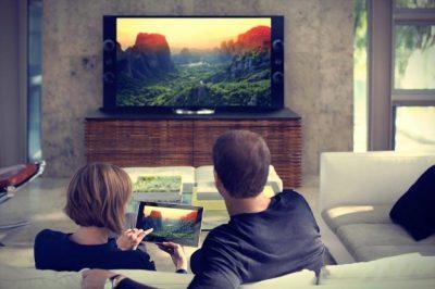 Neskolko-prostyih-sposobov-kak-podklyuchit-smartfon-k-televizoru-transliruem-izobrazhenie-na-televizor
