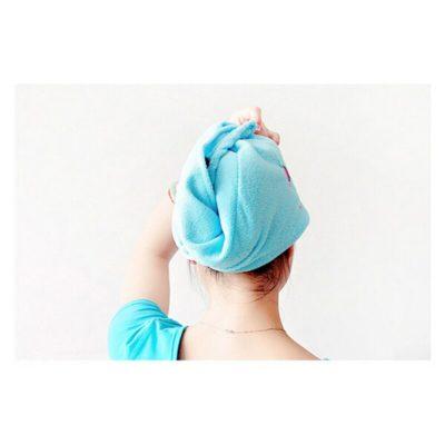 Подготовка волос при помощи полотенца