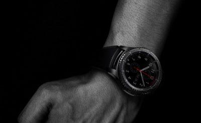 Kak-vyibrat-smart-chasyi.-15fishek-umnogo-hronometra.----Samsung-Gear-S3-Frontier-na-ruke.-