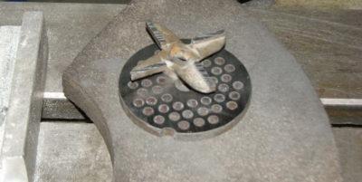 Як заточити ніж від м'ясорубки за допомогою точильного каменю