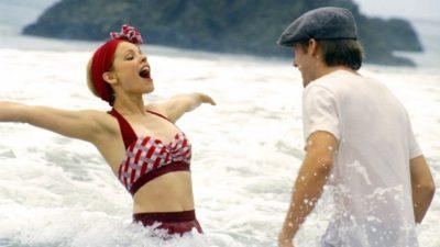 Жінка і чоловік у воді