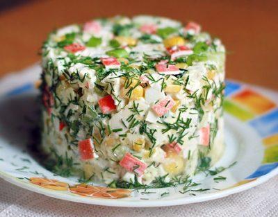 Салат из крабовых палочек и риса