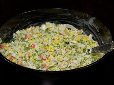 Салат з крабовими паличками і капустою
