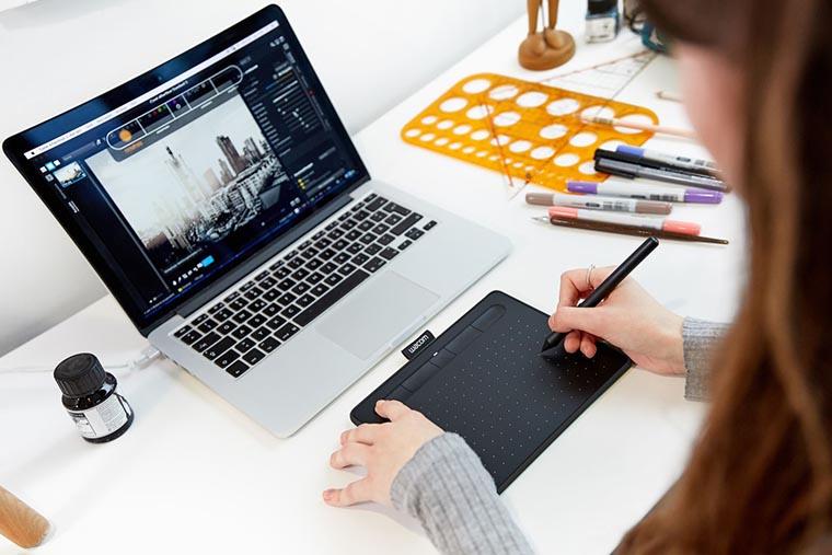 Графический планшет с ноутбуком