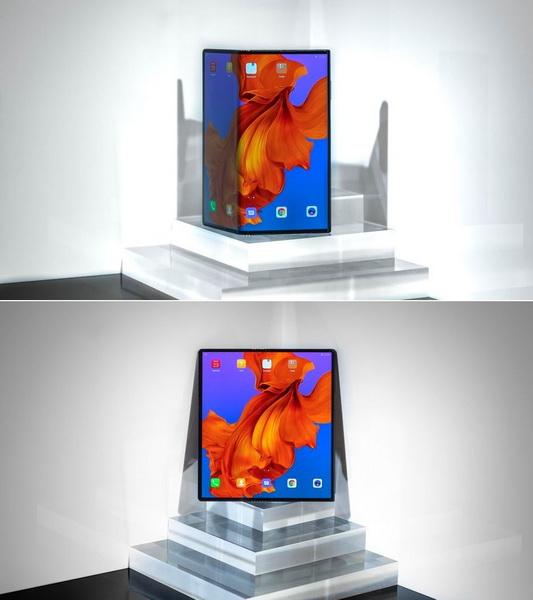 Huawei Mate X в разложенном и сложенном состояниях