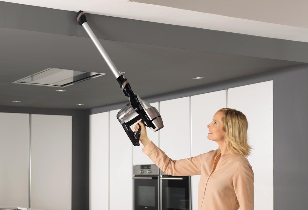 Как провести большую весеннюю уборку дома - уборка ручным пылесосом