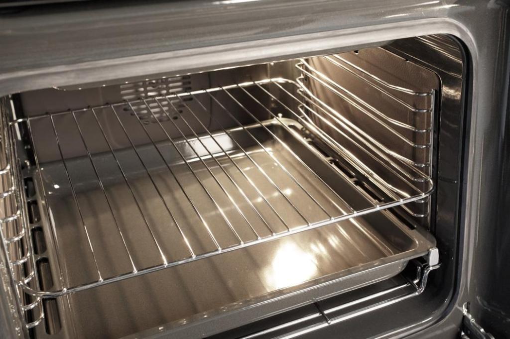 Как ухаживать за кухонной техникой - уход за духовкой с помощью воды