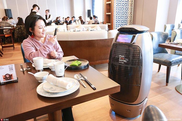 Обслуживание в робот-отеле
