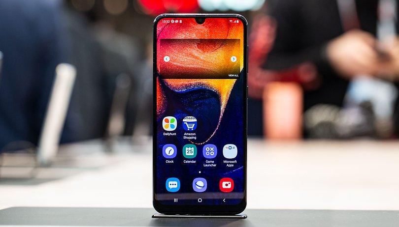 Обзор Samsung Galaxy A50_функциональная новинка 2019 года - дисплей Infinity-u