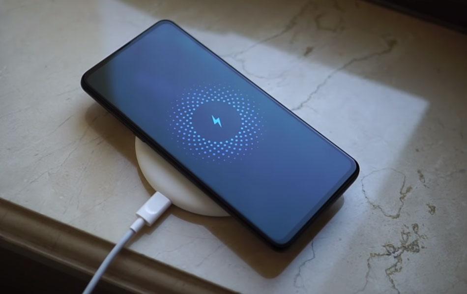 Слайдер нового поколения_ Xiaomi Mi Mix 3 - беспроводная зарядка смартфона