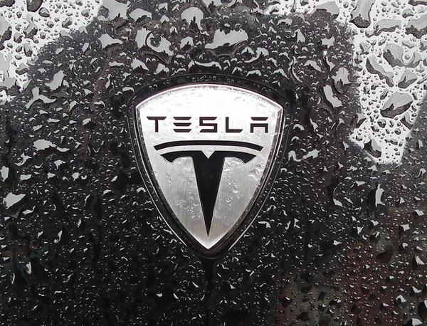Что означает логотип Tesla 3
