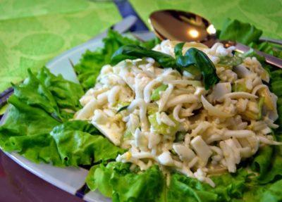 Салат з кальмарами класичний