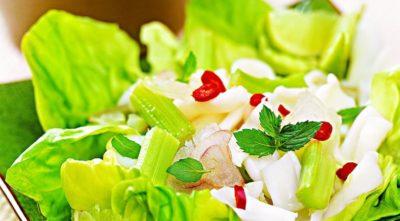 Як приготувати салат з кальмарів