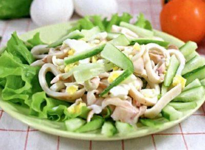Рецепт салату з кальмарів