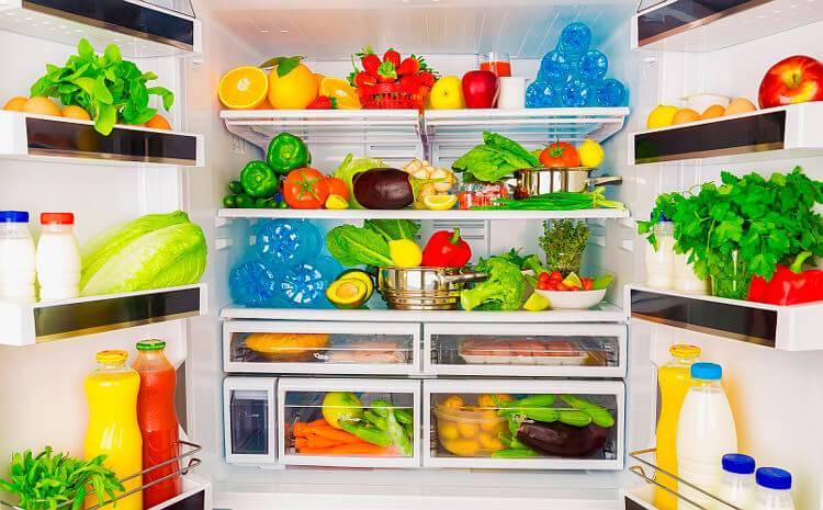 Избавляемся от плохого запаха в холодильнике - холодильник с продуктами