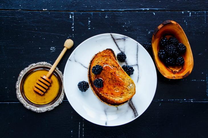 Марокканский медовый тост-подача